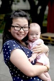 Hongkong_ladie_with_baby