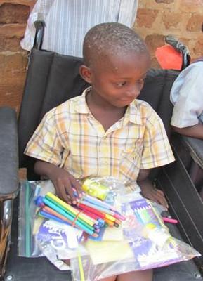 Uganda_child_with_pens