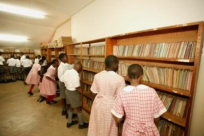 Uganda_students_library