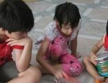 Vietnam_kids_on_the_floor