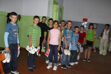 Children in foster families and orphanages received shoes, clothing, stationery and toys from Crossroads' previous shipment.