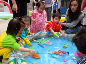 Helping Hong Kong children play / https://www.crossroads.org.hk/wp-content/uploads/2015/08/20150325_105228.jpg