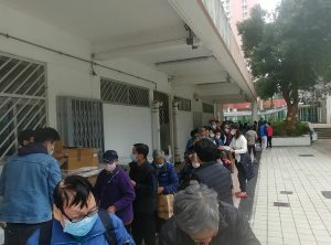 Winter packs for elderly / https://www.crossroads.org.hk/wp-content/uploads/2020/09/Elderly-queueu.jpg